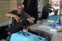 ODUNPAZARI - Yarım Asırlık Ustalar Eski Bayramları Mumla Arıyor