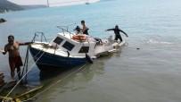 BALIKÇI TEKNESİ - Sahil Güvenlik Botunun Oluşturduğu Dalga Balıkçı Teknesine Kaza Yaptırdı Açıklaması  3 Yaralı