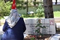 Sivas'ta Şehitlikte Hüzünlü Arife