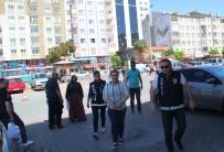 UYUŞTURUCU MADDE - Uyuşturucu Tacirinden Gazetecilere Açıklaması 'Çektiğiniz Ayıp Değil Mi?'