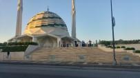 MUHABBET - 11'İnci  Cumhurbaşkanı Abdullah Gül, Bayram Namazını  Marmara İlahiyat Camii'nde Kıldı