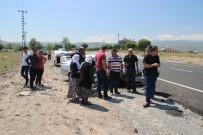KOMANDO - 2 Otomobil Kafa Kafaya Çarpıştı Açıklaması 5 Yaralı