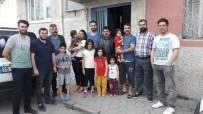 YARDIM KAMPANYASI - Azerbaycanlılar Derneği Üyeleri Türkmen Ailelerle Hem Bayramlaştı Hem De Yardımlaştı