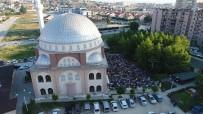 NİLÜFER - Bayram Namazında Camiler Doldu Vatandaş Sokağa Taştı