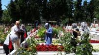 ŞEHİT YAKINI - Edirnekapı Şehitliğine Ziyaretçi Akını