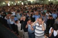 MURAT ZORLUOĞLU - Elazığ'da Bayram Namazında Camiler Doldu Taştı