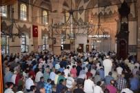 MÜFTÜ YARDIMCISI - Malatya'da Bayram Namazı Ve Şehitlik Ziyareti