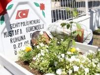 Şehit Babası, 'Onsuz İlk Bayramımız' Diyerek Mezarına Kapanıp Ağladı