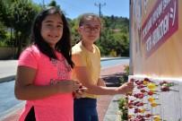BOZÜYÜK BELEDİYESİ - Şekerli Reklam Panoları Yine Çocukların İlgi Odağı Oldu