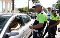 Trafik Polisleri Bu Sefer Şeker Ve Lokum Dağıttı