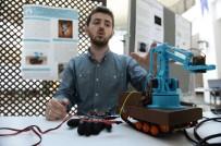 ROBOT - Üniversiteliden Eldivenle Kontrol Edilebilen Bomba İmha Aracı