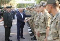 DİYARBAKIR VALİLİĞİ - Bakan Işık, askerlerle bayramlaştı