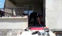 POLİS - Balkonda Oturan Kadın, Duvarda Asılı Tüfek Düşünce Boynundan Vuruldu