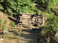 Hafif Ticari Araç Şarampole Uçtu Açıklaması 2 Ölü, 6 Yaralı