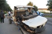 BURAK YıLMAZ - Kamyonet Traktöre Çarptı Açıklaması 4 Yaralı