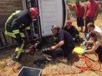 KARAKURT - Kamyonet Yol Kenarına Devrildi Açıklaması 3 Yaralı