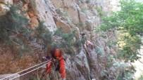 Kayalıklarda Mahsur Kalan 2 Genci Akut Kurtardı