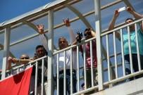 Kılıçdaroğlu'na Rabia İşaretli Tepkili Karşılama