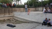 KADIN CESEDİ - Kız Çocuğu Kucağında Topla Cesedi İzledi