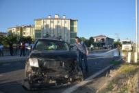 Otomobille Kamyonet Çarpıştı Açıklaması 6 Yaralı