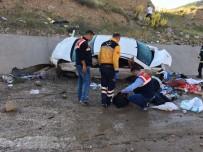 Sivas'ta Otomobil Su Kanalına Uçtu Açıklaması 2 Ölü