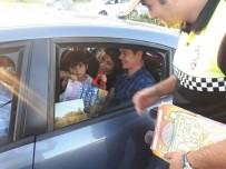 Trafik Polislerinden Sürücülere Kolonya Ve Şeker