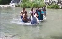 Borunun Üstünden Geçerken Suya Düşen Genç, Ölümden Döndü