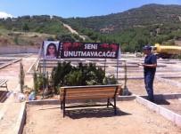 Ceylin'in Kabrine Bayram Ziyareti