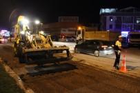 KALICI KONUTLAR - CHP'nin Kamp Alanın Önünde Bulunan Yola Tezek Döküldü