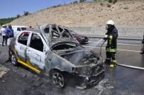 TRAFİK YOĞUNLUĞU - Konya'da Alev Alan Otomobil Kullanılamaz Hale Geldi