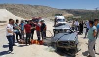 Otomobille Hafif Ticari Araç Çarpıştı Açıklaması 15 Yaralı