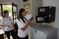 ÖĞRETMENLER - Eğitmenler Engelli Öğrencileri İçin Cep Telefonlarından Vazgeçti