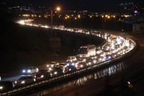 TRAFİK YOĞUNLUĞU - Tatilciler Dönüş Yolunda Trafikte Kaldı