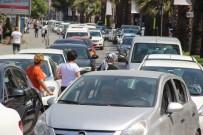 Çanakkale'de Bayram Sonrası Araç Kuyruğu Devam Ediyor