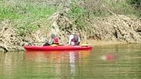 Nehirde Kaybolan Gencin Cesedini Ağabeyi Buldu