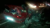 Otomobil İle Hafif Ticari Araç Çarpıştı Açıklaması 1 Ölü, 13 Yaralı