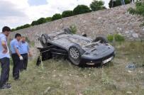 Otomobil İstinat Duvarından Uçtu Açıklaması 2 Yaralı