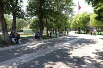 Sıcaklıkta Bunalan Vatandaşlar Parklara Akın Etti