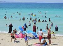 Tatilciler Çeşme Plajlarını Doldurdu