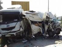 İŞÇİ SERVİSİ - İşçi servisi iki kamyonun arasında ezildi