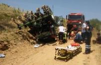 MUSTAFA ÇETIN - Devrilen Traktörün Altında Kaldı Açıklaması 1 Yaralı