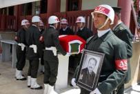 ASKERİ TÖREN - Emekli Başçavuş Askeri Törenle Uğurlandı