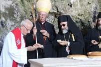 KATOLIK - Hristiyanlar Hatay'da Dünya Barışı İçin Dua Etti