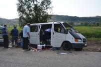 ÖRENCIK - Lastiği Patlayan Minibüs Devrildi Açıklaması 8 Yaralı