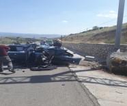 MUSTAFA AVCı - Otomobil Bariyerlere Çarptı Açıklaması 1 Çocuk Öldü, 5 Yaralı