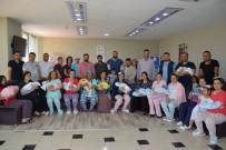KADİR GECESİ - Uşak'ta Kadir Gecesi Dünyaya Gelen 15 Bebek Hatıra Fotoğrafı Çekildi