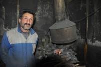 DEMIRCILIK - Demirci Ustasının Ramazan'da Sıcakla İmtihanı