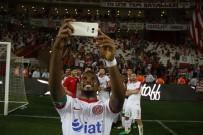 MANCHESTER UNITED - Eto'o Antalyaspor'u sırtladı