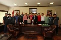 PLAY OFF - İşitme Engelliler Kazandıkları Kupayı Başkan Zolan'a Getirdiler