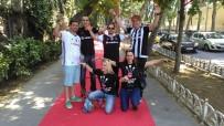 KIRMIZI HALI - Beşiktaş Taraftarlarına Kırmızı Halı Sürprizi